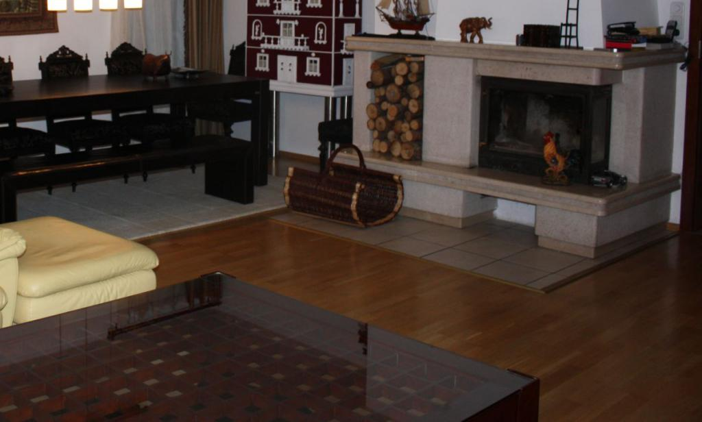 holzb den reinigen und pflegen. Black Bedroom Furniture Sets. Home Design Ideas