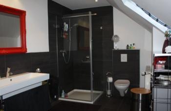 Badezimmer Mit Schwarzen Fliesen badezimmer mit schwarzen fliesen moderne bder schwarze fliesen